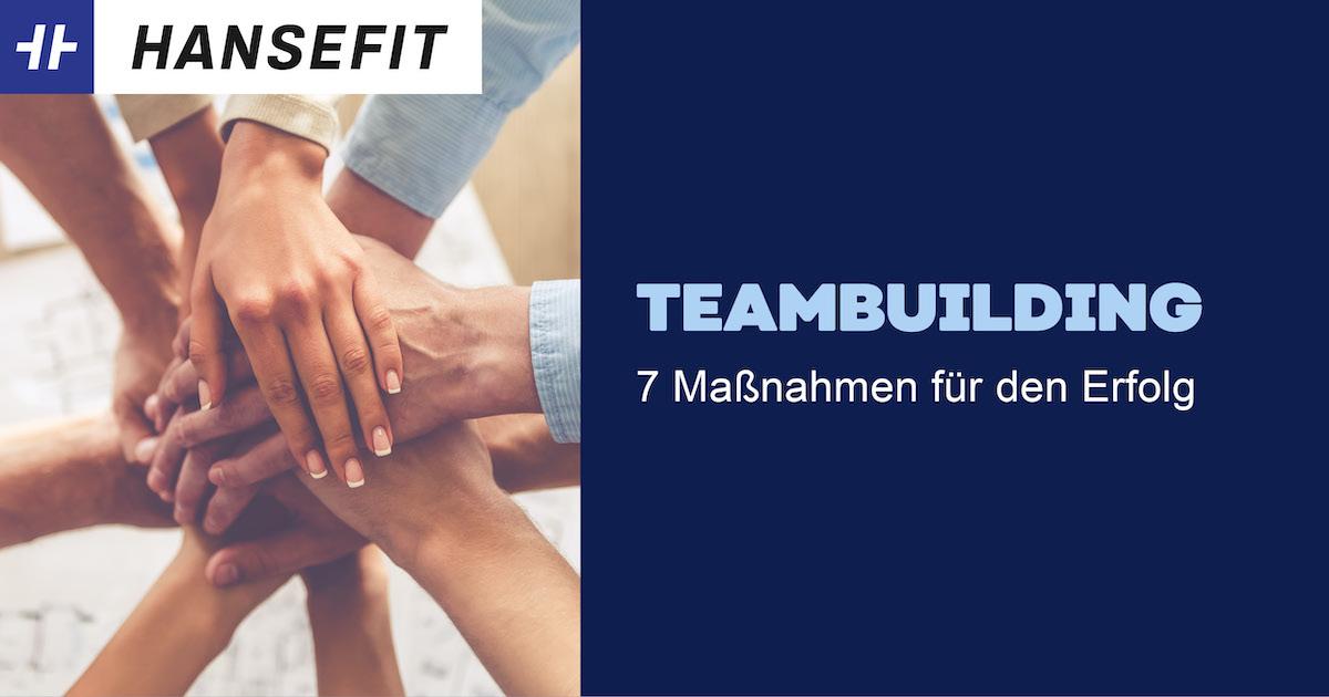Teambuilding-Maßnahmen. Hände liegen übereinander.